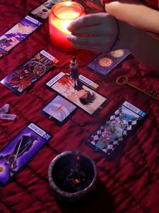 Tarot Readings or Psychic Readings – Which is Right for You?